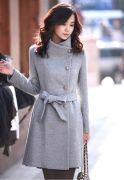 Выкройка пальто «с большой стойкой» 40-62 - Фасон подходит для большинства типов фигур – подгонку облегчает дополнительный рельеф на полочке. Это пальто будет хорошо смотреться на девушках и женщинах любого возраста, роста и любой полноты.