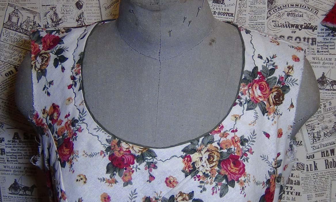 Горловина платья обтачкой