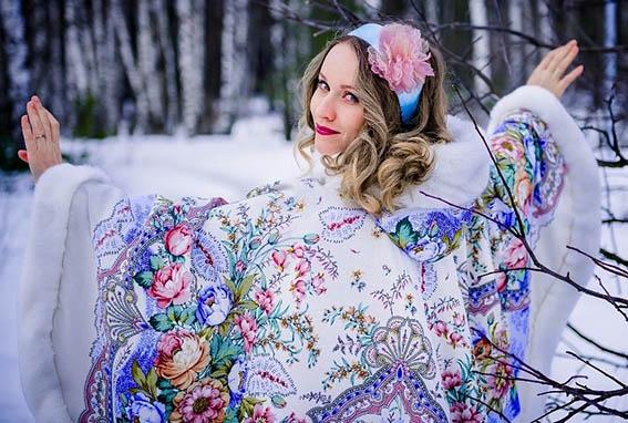 https://cuturie.com.ua/images/stories/platnue-vukroiki/verh-odejda/cape-s-kapushonom-pavlopasad_f2.jpg